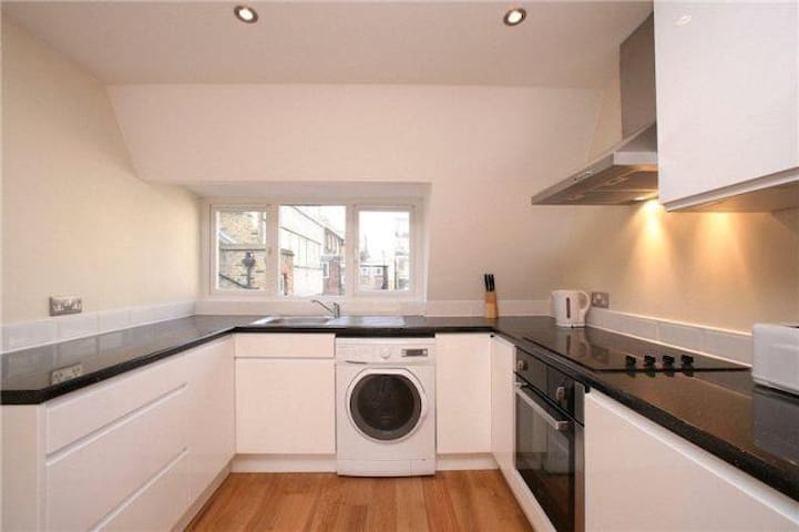 ★ENTIRE FLAT in Soho seconds from Oxford Street!★