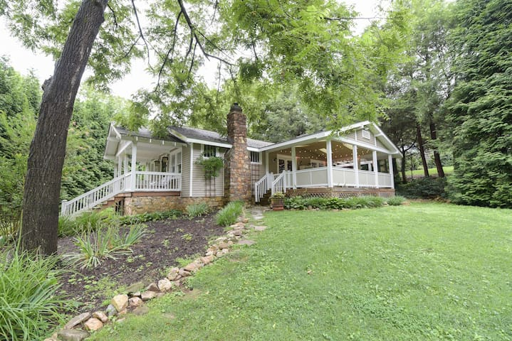 Escape to Asheville!  Centrally Located Bungalow