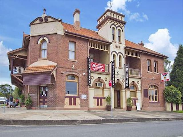 Abermain Hotel- Historic Hotel Hunter Valley