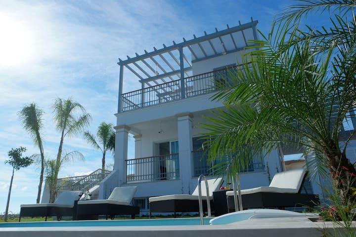 Luxury & Elegant Villa at Limassol Marina - Limasol - วิลล่า