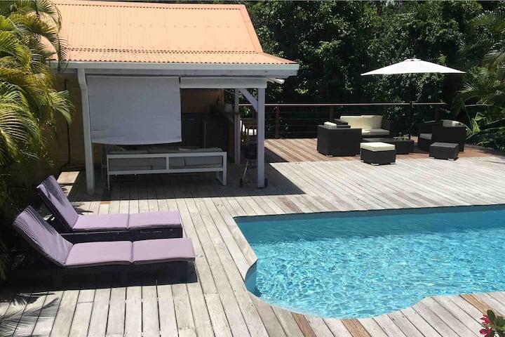 Bungalow créole, piscine au Cap Est