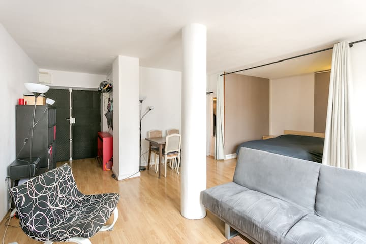 Large 35m studio with terrace, wiew Eiffel tower