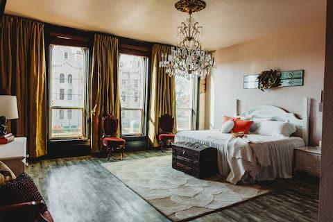 Luxurious Updated 3 bedroom loft
