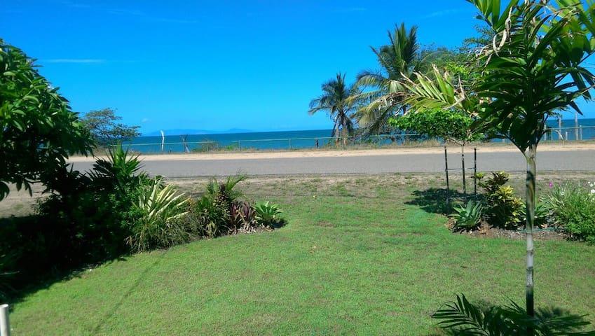 Sandy Bottoms Beach House. - Balgal Beach - Haus