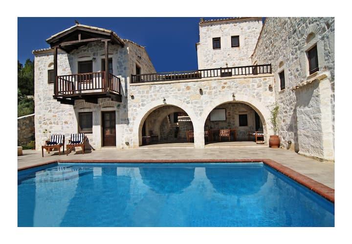 Stone Castle Villa - Athens suburbF