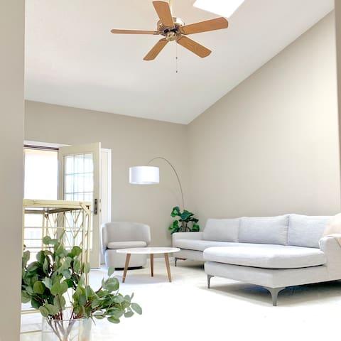 Superhost! Entire modern condo, Bright & Clean