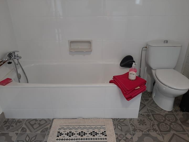 Habitacio agradable per ús individual