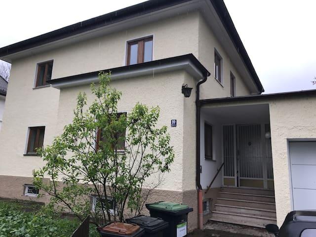 Schönes Haus aus den 30 er Jahren - Moosburg an der Isar - Casa