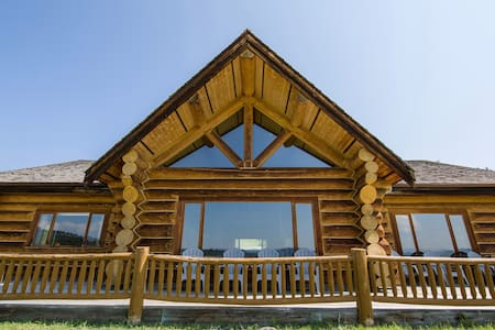 Fossen's Guest Lodge - 5000 sq. ft custom log home