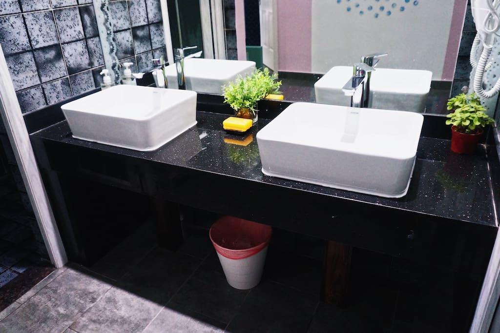 一楼共用洗手台