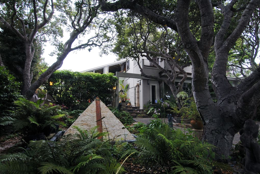 Private, quiet setting, nestled in oak trees, 3 blocks to beach.