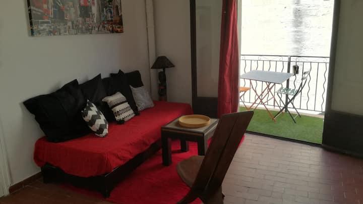 studio avec balcon , clim proche  palais et gare