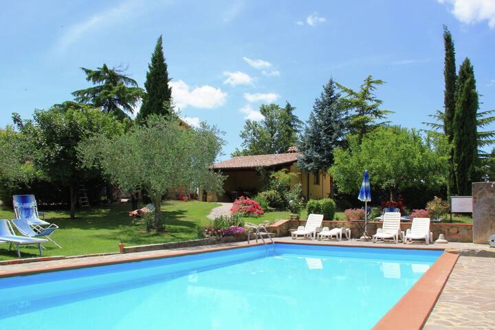 Acogedora casa de vacaciones en Castiglion Fiorentino con jacuzzi