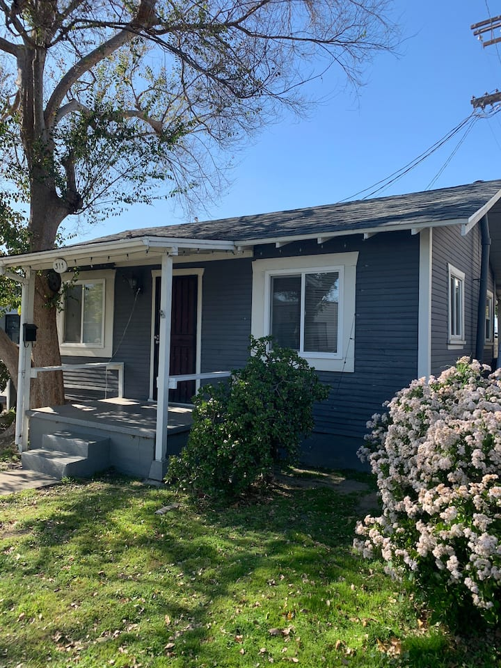 Cozy 1 bedrm home of your own *Burbank Ranch area*