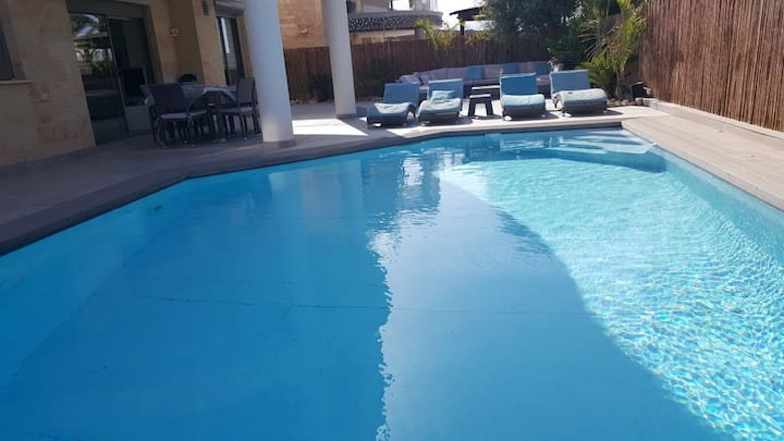 VILLA PISCINE IN QUIET PLACE (5MN TO THE BEACH)