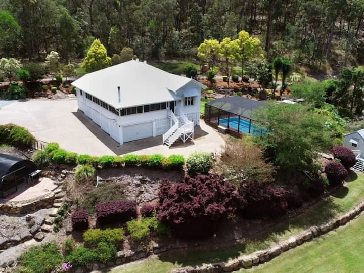 Relaxing 1924 Queenslander on a stunning 7.5 Acres