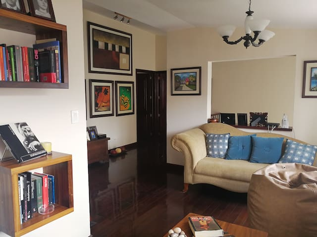 TWO COMFORTABLE PRIVATE ROOMS NEAR AIRPORT