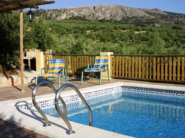 House with pool and mountain view - Montefrío