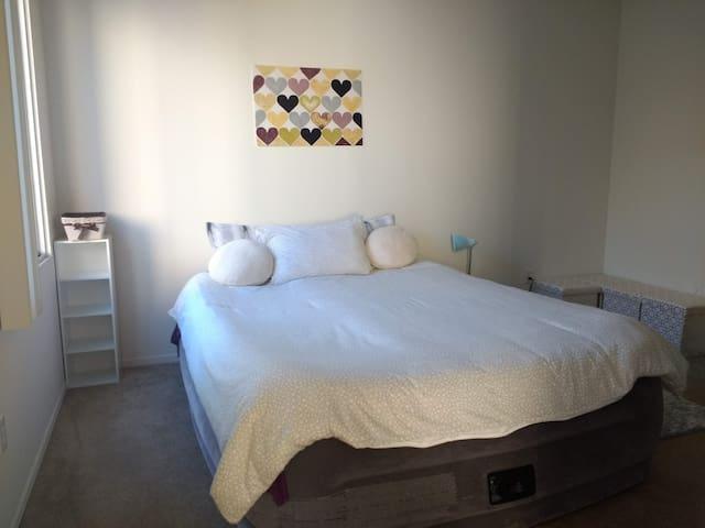 Bright spacious private bedroom in La Jolla/UCSD