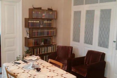 Khato Gomiashvili's GuestHouse - Stepantsminda - Hus