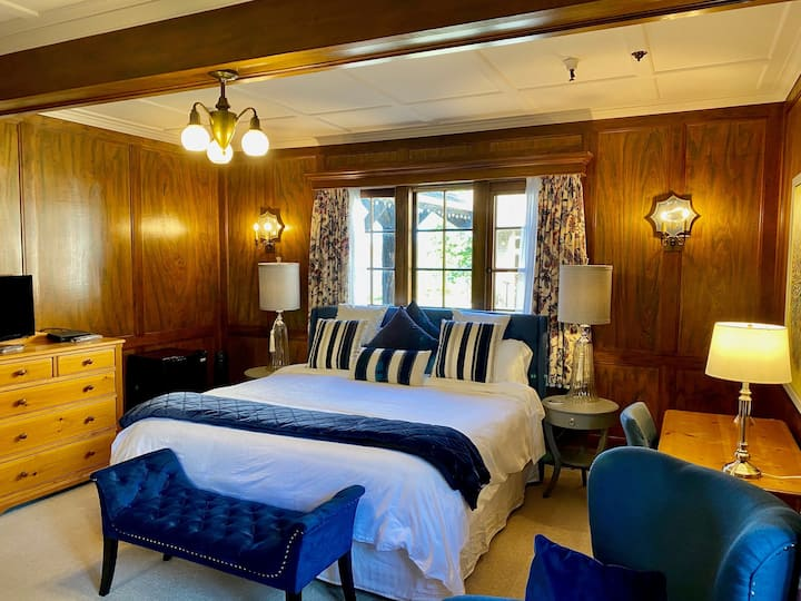 The Latch Inn - Governor's Suite