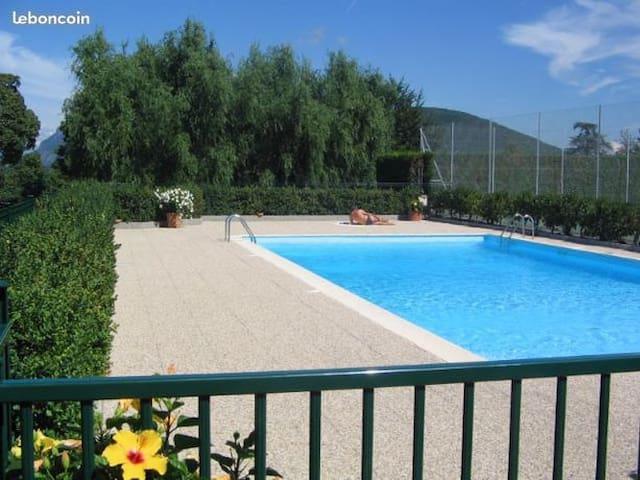 Modern flat, swimming-pool, tennis