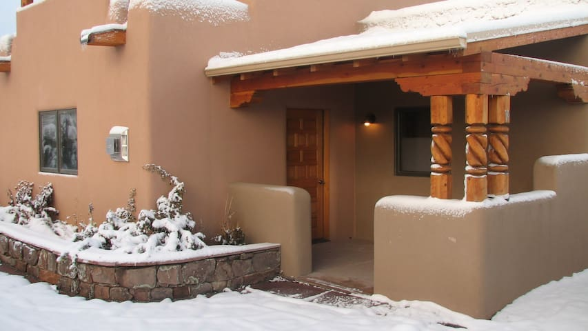 Luxury 2 srory Condo south of Taos - Taos - Appartement en résidence