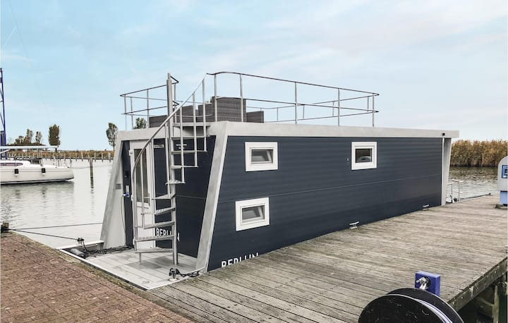Houseboat with 2 bedrooms on 28m² in Lelystad