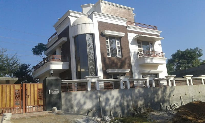 Luxury resort type 3 story Villa - Chandigarh - House
