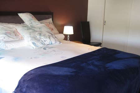luxury bed and breakfast -room  - business or bay - Brighton