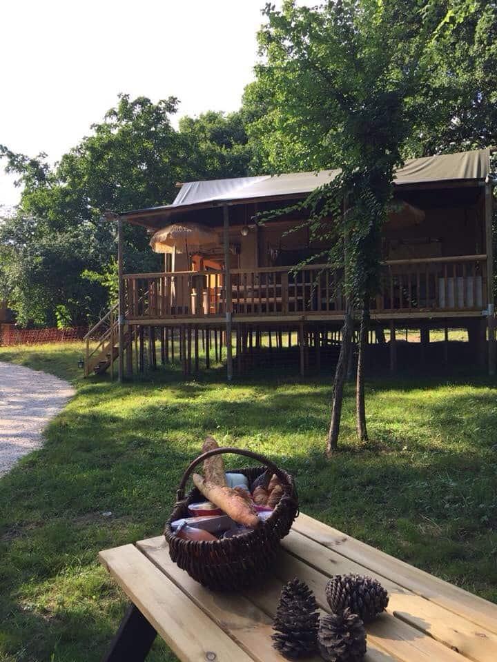 Lodge safaris grand confort proche  château de Guédelon et  voisin du château de Ratilly
