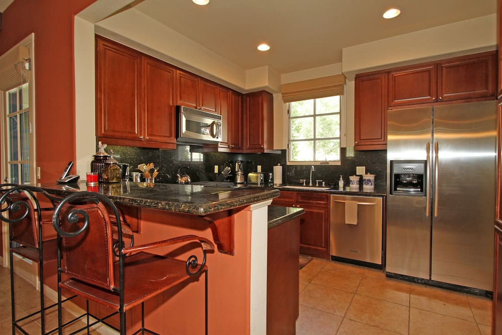 Kitchen with Full Suite of Stainless Steel Appliances
