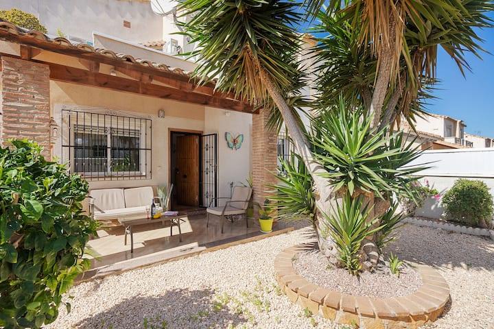 Casa de Vacaciones moderna en Valencia con Piscina