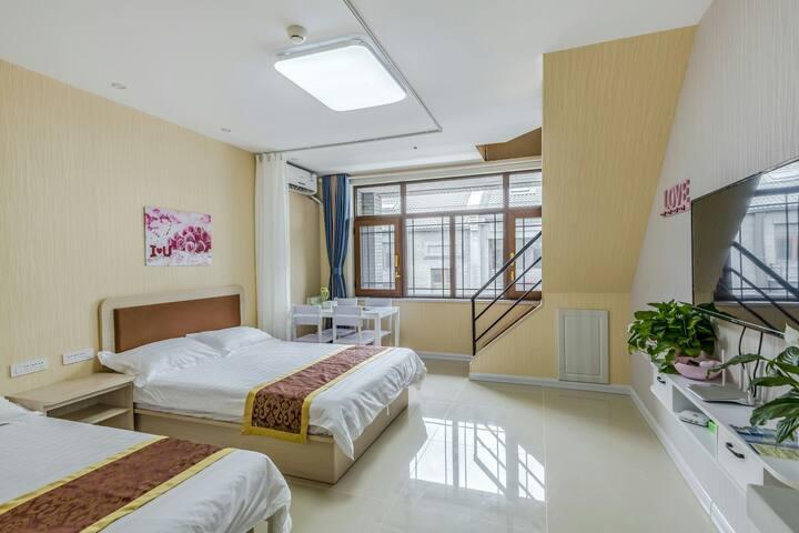 蓬莱阁旁海滨宝龙广场复式多床房