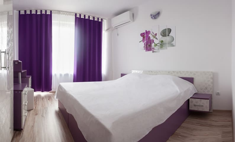 Prolet Guest House Purple Room
