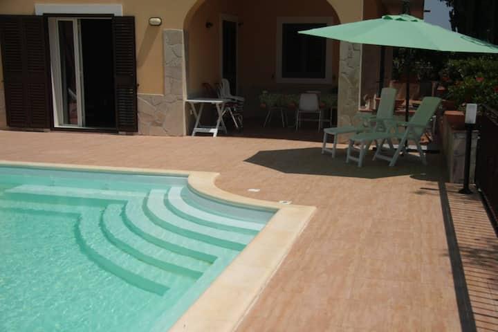 VILLA with Private Swimming Pool + Wi-Fi & 3 Bikes