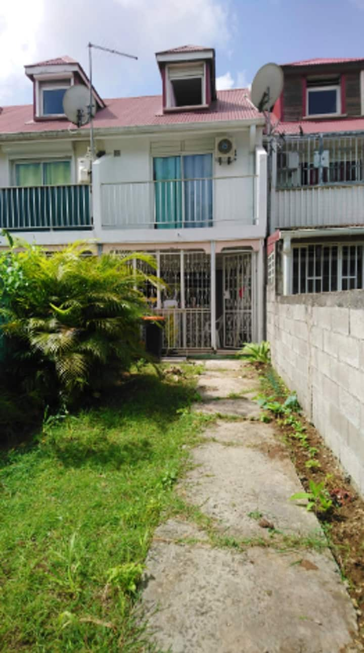 Apartment with one bedroom in Les Abymes, with enclosed garden and WiFi - 10 km from the beach