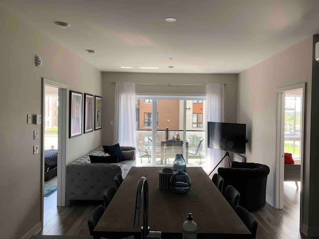 New condo 15min from downtown Montreal/ 2min Dix30