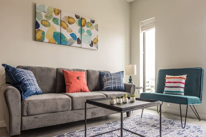 Lovely + Bright Studio Apt in Capitol View South