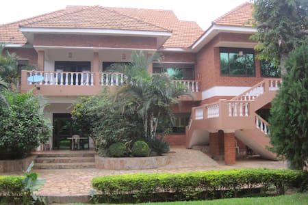 Hibis Guest House - Entebbe