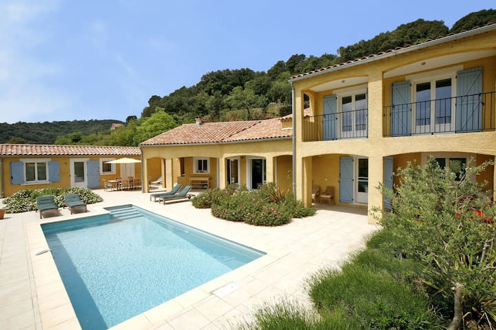 Chic Villa with in Roquebrun Swimming Pool