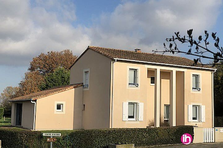 Persac Maison avec terrasse et jardin