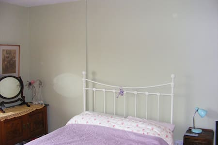 Large double bedroom with ensuite. - Maynooth