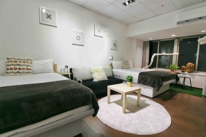 StaycationC WoodStock 2-6pax @Taipei Main Station