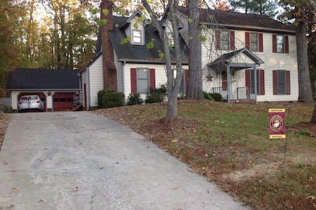 Cozy quiet home 4 min to Greensboro/High Pt. - Jamestown - House