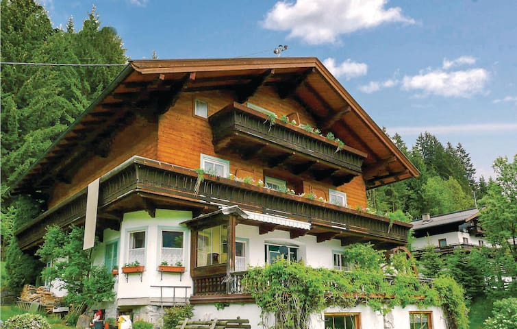 Holiday cottage with 5 bedrooms on 215m² in Neukirchen/Grossven.