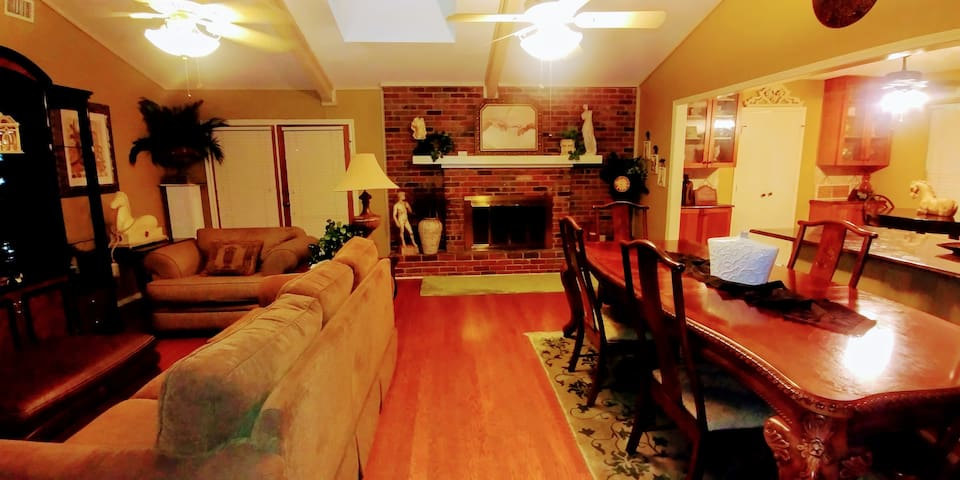 Beautiful Euro Style Home*Fall Sale $199/night!