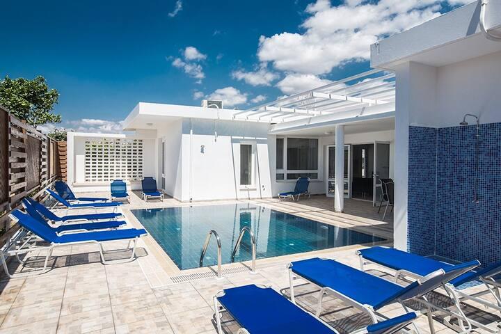 Villa Peyton with private pool