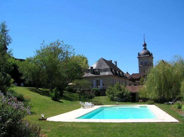 Maison du XXVIIIè+ dépendance +piscine chauffée