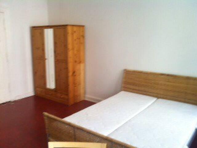 Dein Zimmer/your room 2